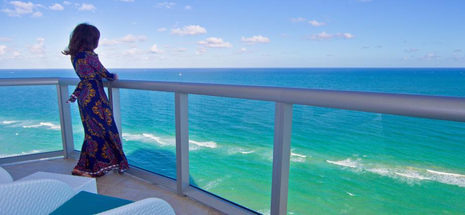 Квартира в США по адресу 18683 Sunny Isles Beach, FL 33160
