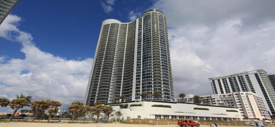 Квартира в США по адресу 17201 Collins Ave, Sunny Isles Beach, FL 33160
