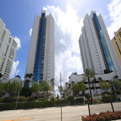 Квартира Oceania V в жилом комплексе Флориды (США)