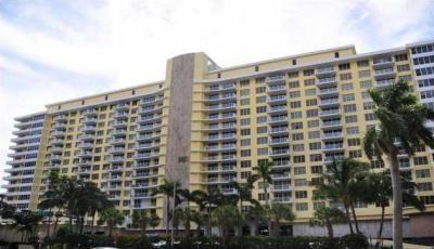 Квартира 5600 Collins в жилом комплексе Флориды (США)